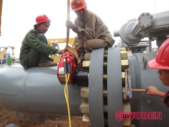 赢咖4液压扳手应用于缅甸石油管道安装