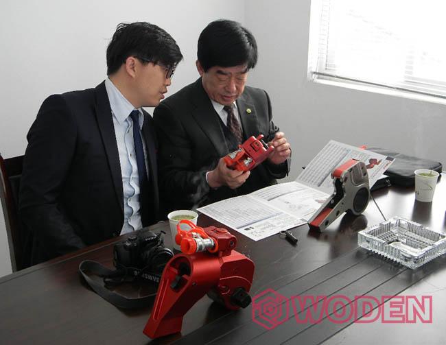 赢咖4的韩国客户前来公司考察与合作